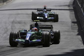 Rubens Barrichello, Honda RA107, 10°, precede il compagno di squadra Jenson Button, Honda RA107