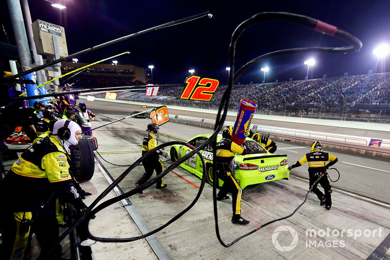 Ryan Blaney, Team Penske, Ford Fusion Menards/Richmond effettua un pit stop, Sunoco