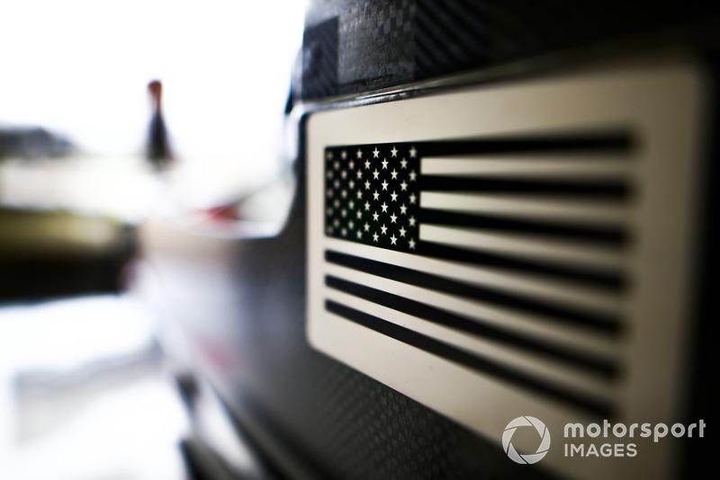 Изображение флага США на автомобиле Haas F1 Team VF-18
