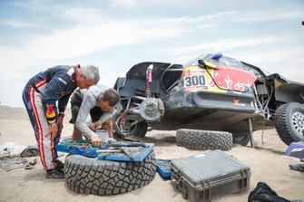 #300 X-Raid Mini JCW Team: Carlos Sainz na de crash