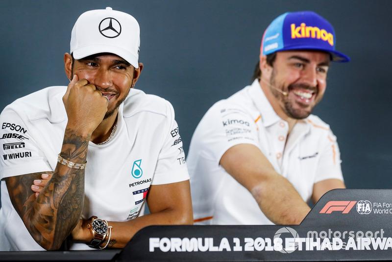 Lewis Hamilton, Mercedes AMG F1 y Fernando Alonso, McLaren en la conferencia de prensa