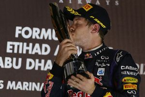Podium: le vainqueur Sebastian Vettel, Red Bull Racing
