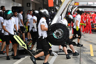Mercedes AMG F1 mechanic and Pirelli tyre