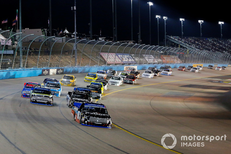 Noah Gragson, Kyle Busch Motorsports, Toyota Tundra Safelite AutoGlass leads the field