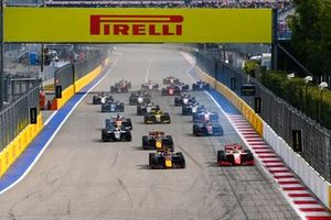 Yuki Tsunoda, Carlin e Mick Schumacher, Prema Racing in battaglia alla partenza della gara