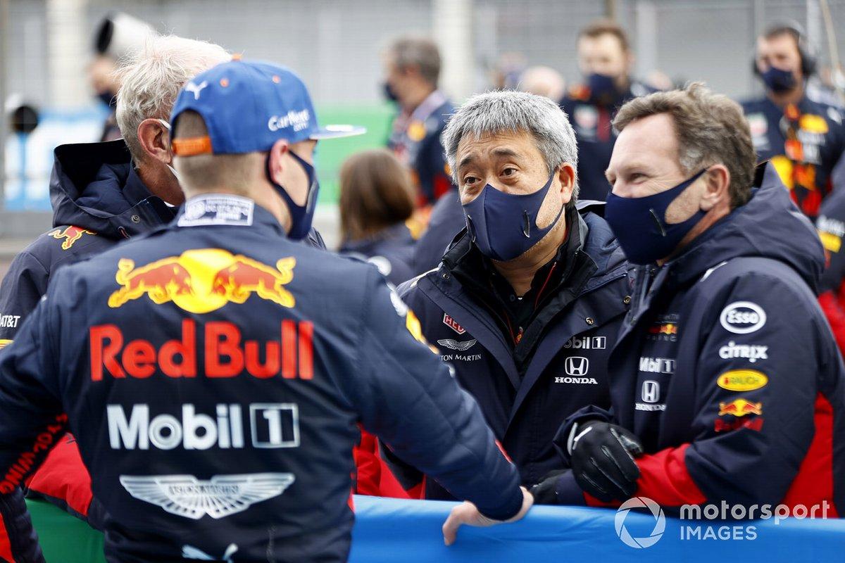 Max Verstappen, Red Bull Racing, 2°posto con Masashi Yamamoto, General Manager, Honda Motorsport, e hormn