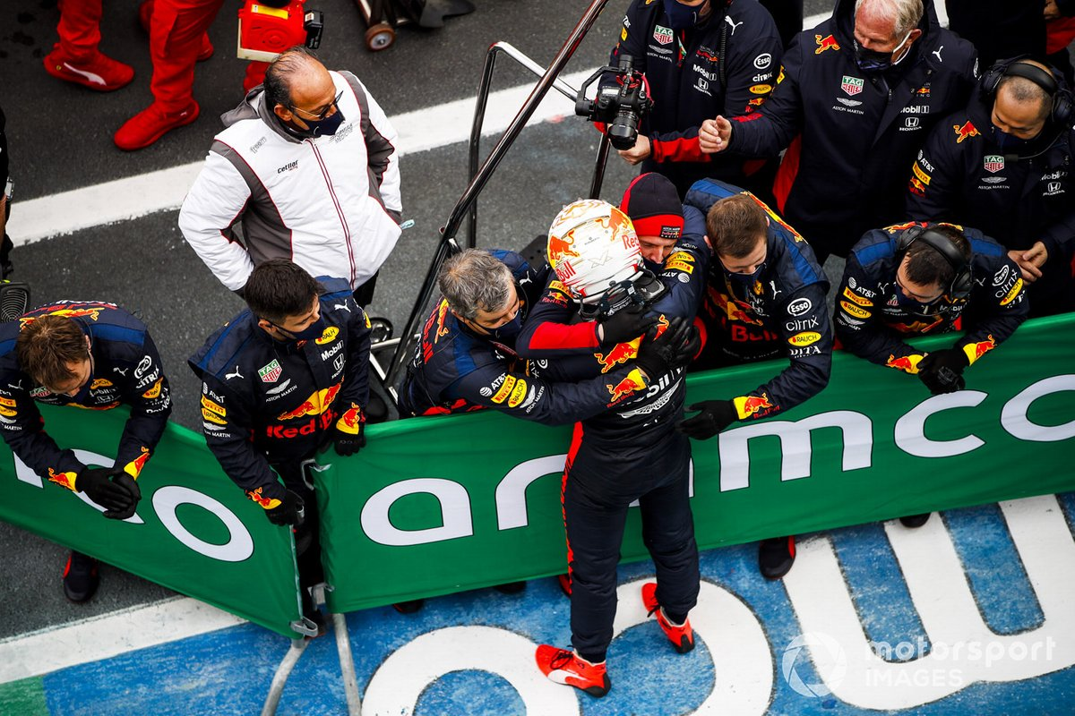 Max Verstappen, Red Bull Racing festeggia nel parco chiuso con il suo team