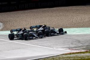Valtteri Bottas, Mercedes F1 W11, battles with Lewis Hamilton, Mercedes F1 W11, for the lead at the start