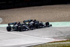Valtteri Bottas, Mercedes F1 W11, en Lewis Hamilton, Mercedes F1 W11