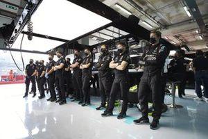 Mercedes mechanics in the garage