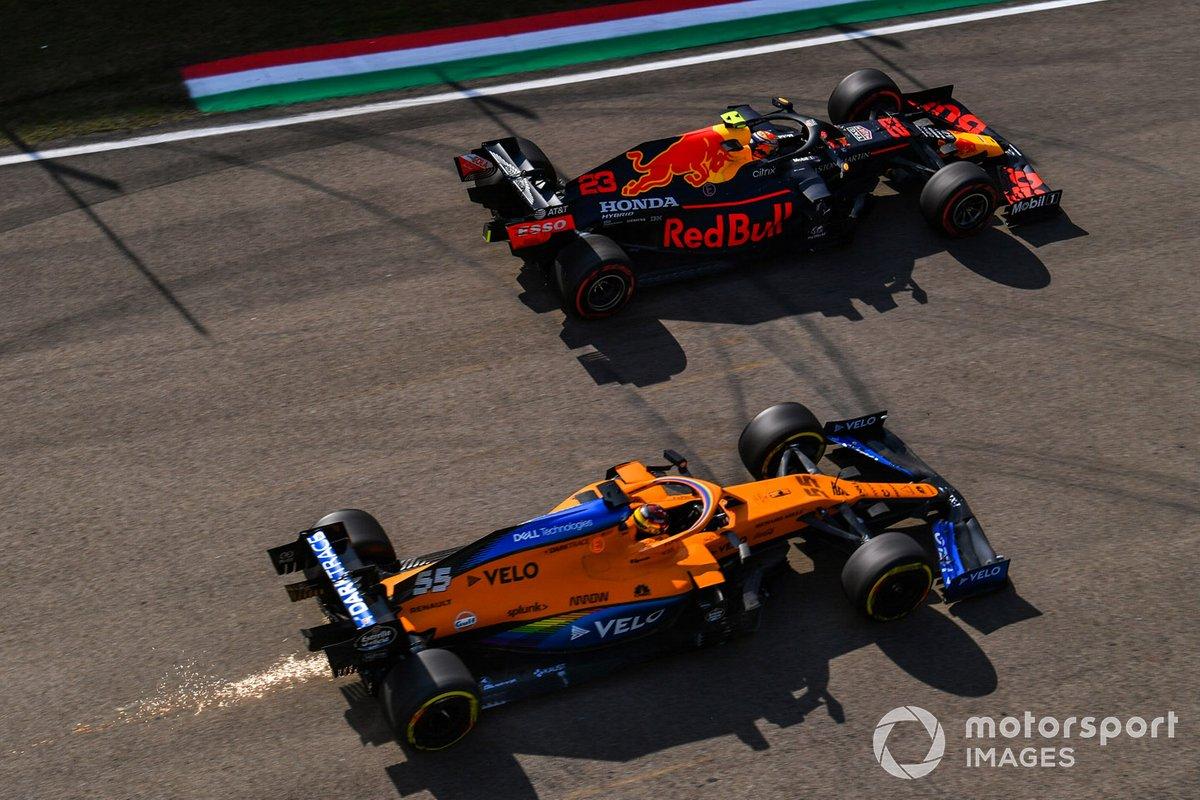 Alex Albon, Red Bull Racing RB16, Carlos Sainz Jr., McLaren MCL35