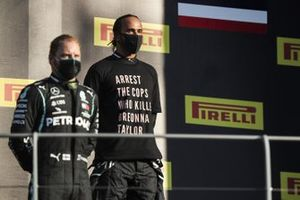 Valtteri Bottas, Mercedes-AMG F1, 2nd position, and Lewis Hamilton, Mercedes-AMG F1, 1st position, on the podium