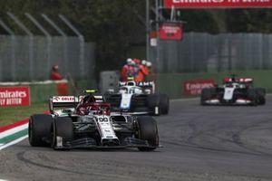 Antonio Giovinazzi, Alfa Romeo Racing C39, Nicholas Latifi, Williams FW43
