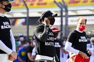 Nicholas Latifi, Williams Racing, Lewis Hamilton, Mercedes-AMG F1, and Sebastian Vettel, Ferrari, on the grid