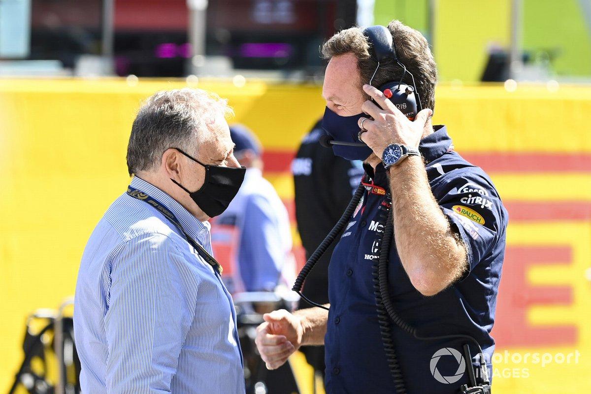 Jean Todt, President, FIA, e Christian Horner, Team Principal, Red Bull Racing, sulla griglia di partenza