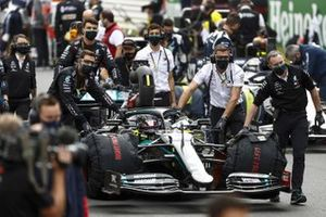 Lewis Hamilton, Mercedes F1 W11, rolled into his grid