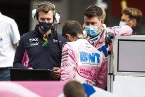 Sergio Perez, Racing Point, on the grid with engineers