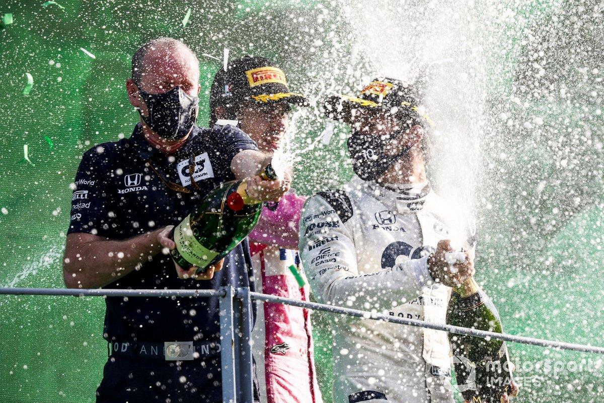 Podio: representante de AlphaTauri, ganador Pierre Gasly, AlphaTauri, y tercer lugar Lance Stroll, Racing Point
