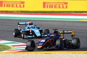 Clement Novalak, Carlin leads Matteo Nannini, Jenzer Motorsport