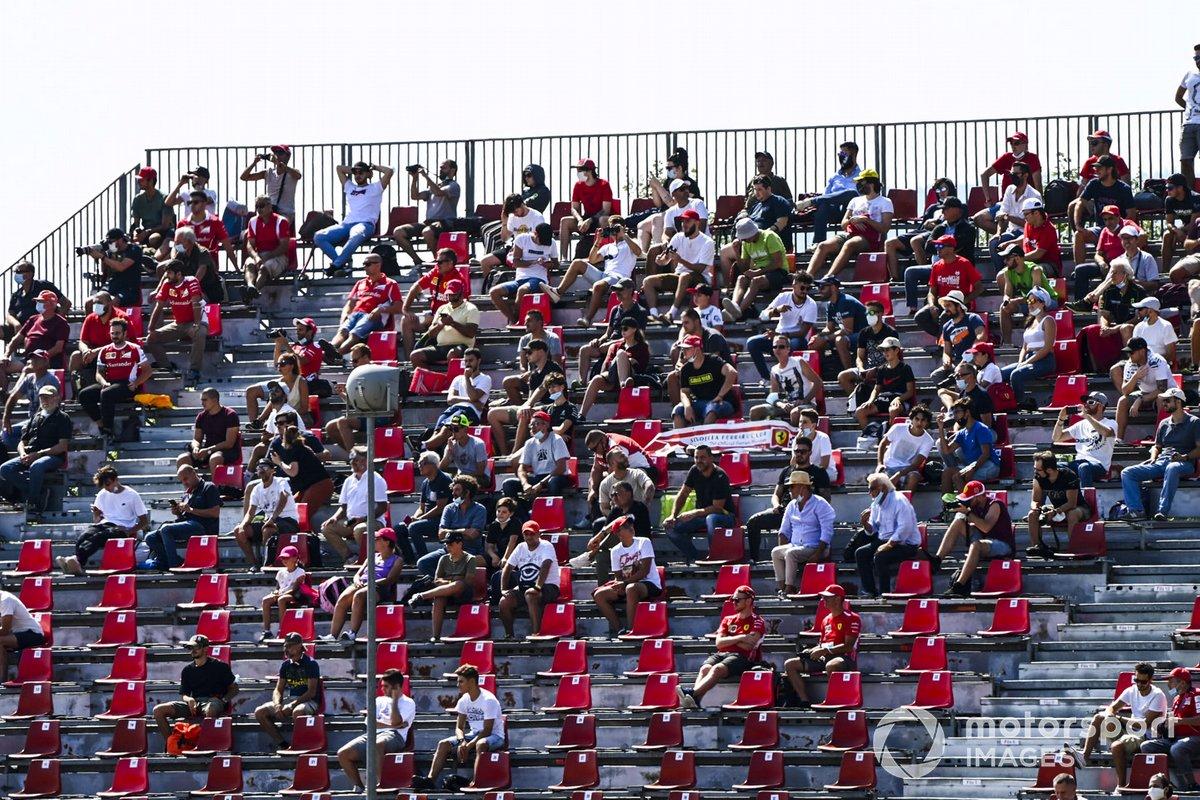 Fans en las tribunas