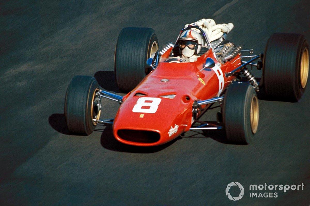 А вот для Ferrari – единственной команды, которая существовала для итальянских тифози – сезон складывался скверно. Новый мотор V12, переделанный из движка для спорткара, вышел тяжелым и не слишком мощным. Вдобавок, в Монако попал в смертельную аварию Лоренцо Бандини, в Спа разбился Майк Паркс…