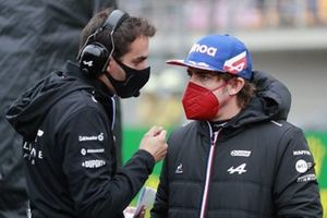 Fernando Alonso, Alpine F1, with his engineer on the grid