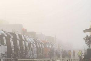 Nebel im Fahrerlager