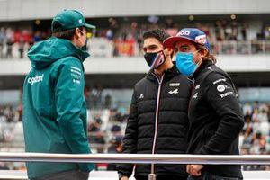 Lance Stroll, Aston Martin, Esteban Ocon, Alpine and Fernando Alonso, Alpine, drivers parade