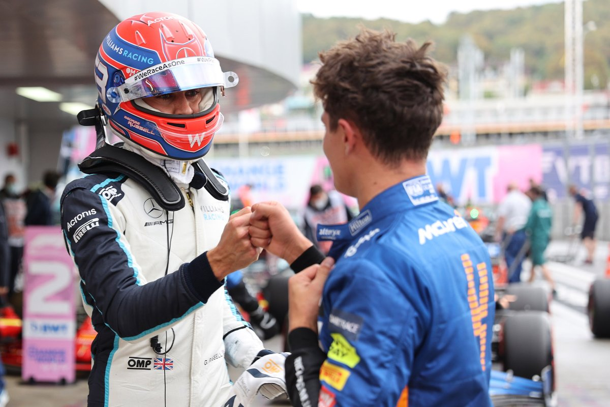 George Russell, Williams, si congratula con il poleman Lando Norris, McLaren