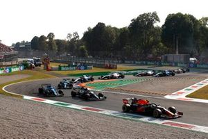 Sergio Perez, Red Bull Racing RB16B, Sebastian Vettel, Aston Martin AMR21, and Fernando Alonso, Alpine A521