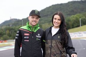 Alex Lowes, Kawasaki Racing Team WorldSBK, mit Ehefrau Corinne