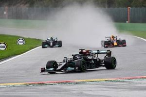 Lewis Hamilton, Mercedes W12, Sergio Pérez, Red Bull Racing RB16B, Valtteri Bottas, Mercedes W12