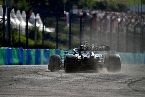 Lewis Hamilton, Mercedes W12, fuori pista
