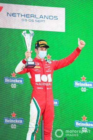 Podio: ganador Arthur Leclerc, Prema Racing