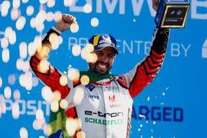 Podium: Race winner Lucas Di Grassi, Audi Sport ABT Schaeffler
