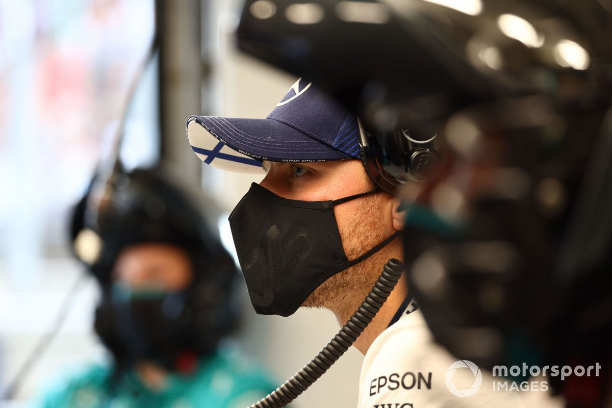 Valtteri Bottas, Mercedes, en el garaje