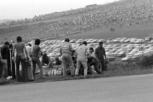 Jackie Stewart, Tyrrell 003, se retira en la vuelta 35