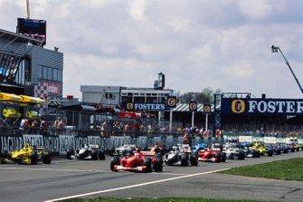 Рубенс Баррикелло, Ferrari F1-2000, и Хайнц-Харальд Френтцен, Jordan EJ10 Mugen-Honda, на первом ряду стартовой решетки