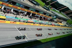 Felipe Drugovich, MP Motorsport leads Yuki Tsunoda, Carlin and Marcus Armstrong, ART Grand Prix at the start