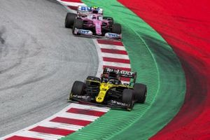 Daniel Ricciardo, Renault F1 Team R.S.20, leads Lance Stroll, Racing Point RP20