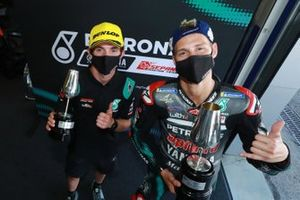 1. Fabio Quartararo, Petronas Yamaha SRT, mit John McPhee, Moto3