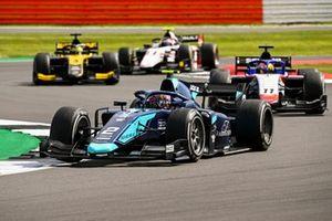 Dan Ticktum, Dams leads Louis Deletraz, Charouz Racing System