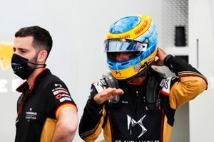 Jean-Eric Vergne (FRA), DS Techeetah wears a tribute helmet for Fabien Pauchet