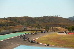 Renn-Action der Supersport-300-Klasse in Portimao