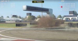 Charles Leclerc vuelca durante la carrera virtual del World RallyCross