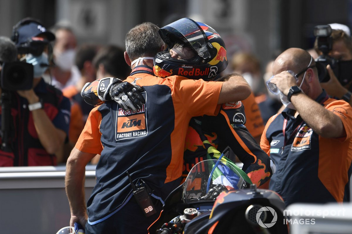 Ganador de la carrera Brad Binder, Red Bull KTM Factory Racing