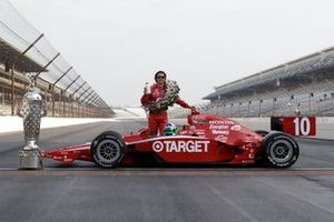 Race winner Dario Franchitti, Chip Ganassi Racing celebrates