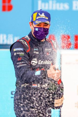 Robin Frijns, Virgin Racing celebrates on the podium, 2nd position