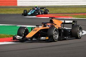 Jack Aitken, Campos Racing, leads Dan Ticktum, Dams