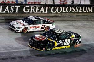 Brad Keselowski, Team Penske, Ford Mustang Discount Tire and Alex Bowman, Hendrick Motorsports, Chevrolet Camaro ChevyGoods.com/Adam's Polishes